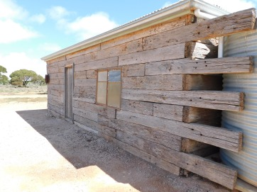 Nullabor Koonalda Homestead shearing quarters sleepers