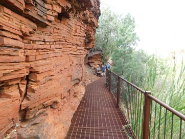Karijini walking trail into Dales gorge