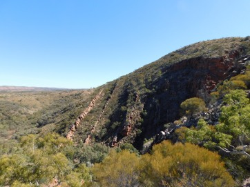 Serpentine Gorge- Lookout rock formation